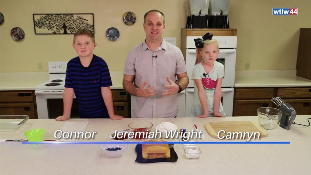 Jeremiah makes a wave the flag cake with his kids, Connor and Camryn
